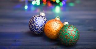 Símbolo de los días de fiesta del Año Nuevo y de la Navidad Varias decoraciones de la Navidad Adorne el árbol de navidad con los  fotografía de archivo