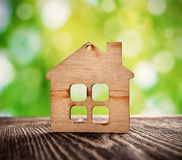Símbolo de madeira da casa Fotos de Stock