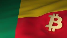 Símbolo de moeda de Bitcoin na bandeira de Benin foto de stock