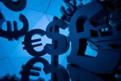 Símbolo de moeda do Euro, da libra e do dólar com muitas imagens espelhando fotografia de stock royalty free