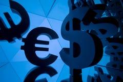 Símbolo de moeda do Euro e do dólar com muitas imagens espelhando imagem de stock