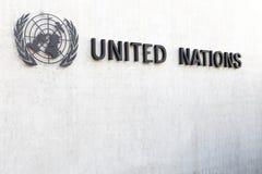 Símbolo de Naciones Unidas en una pared en Ginebra, Suiza imágenes de archivo libres de regalías