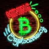 Símbolo de neón de oro del bitcoin aislado en fondo negro Dinero de Digitaces, concepto de la tecnología minera Foto de archivo libre de regalías
