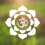 Símbolo de OM del vector hindú en Lotus Flower Mandala Illustration Foto de archivo