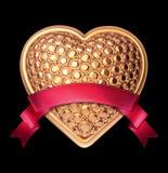 símbolo de oro del corazón de la joyería 3d con la cinta roja Imágenes de archivo libres de regalías