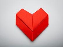 Símbolo de papel de la dimensión de una variable del corazón de Origami para el día de tarjetas del día de San Valentín Fotos de archivo