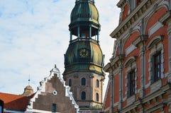 Símbolo de Riga, do pulso de disparo antigo em St Peter & do x27; igreja de s Fotos de Stock Royalty Free
