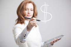 Símbolo de tiragem do dólar da jovem mulher Imagens de Stock Royalty Free