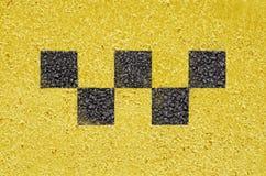 Símbolo de verificações do táxi no asfalto fotografia de stock royalty free