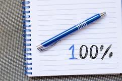 Símbolo del ciento por ciento en el cuaderno imágenes de archivo libres de regalías