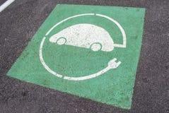 Símbolo del coche eléctrico de la recarga imagen de archivo