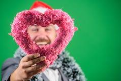 Símbolo del corazón del control del inconformista del amor Traiga el amor al día de fiesta de la familia Hombre en el sombrero fe foto de archivo libre de regalías