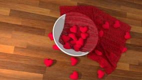 Símbolo del corazón del día del ` s de la tarjeta del día de San Valentín en un pote blanco en la tabla de madera Imagen de archivo libre de regalías