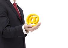 Símbolo del correo electrónico de la tenencia del hombre de negocios Imágenes de archivo libres de regalías