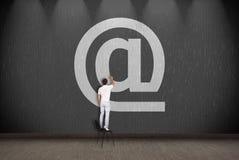 Símbolo del correo electrónico del dibujo del hombre de negocios Fotos de archivo libres de regalías