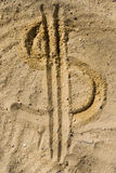 Símbolo del dólar en la arena Fotografía de archivo libre de regalías
