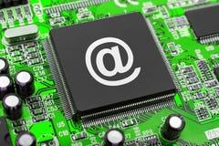 Símbolo del email en el chip de ordenador Foto de archivo libre de regalías