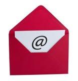 Símbolo del email en sobre rojo Fotos de archivo libres de regalías
