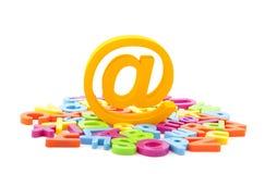 Símbolo del email y cartas coloridas Foto de archivo libre de regalías