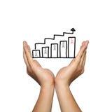 Símbolo del gráfico de barra del negocio y del número 2017 en la mano del hombre en concentrado Fotos de archivo