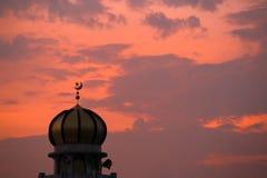 Símbolo del Islam en crepúsculo fotos de archivo