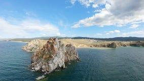 Símbolo del lago Baikal, cabo Burkhan almacen de metraje de vídeo