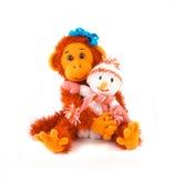 Símbolo 2016 del mono con un muñeco de nieve Encantos de la Navidad Fotos de archivo