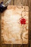 Símbolo del sobre impreso en cera de lacre roja Imagen de archivo libre de regalías