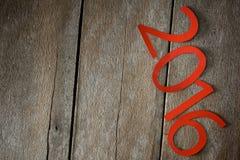Símbolo del suspiro del número 2016 en el viejo estilo retro t de madera del vintage Fotografía de archivo