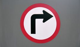 Símbolo del tráfico del gire a la derecha Fotos de archivo