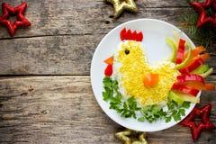 Símbolo divertido de la ensalada del gallo del Año Nuevo 2017 Imágenes de archivo libres de regalías