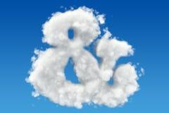 Símbolo do Ampersand das nuvens no céu rendição 3d Fotografia de Stock