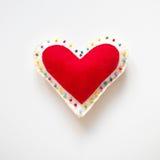 Símbolo do coração de feltro do vermelho do amor fotografia de stock royalty free
