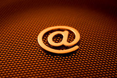 Símbolo do email do ouro Fotos de Stock Royalty Free