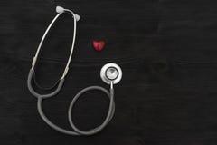 Símbolo do estetoscópio e do coração Imagens de Stock Royalty Free