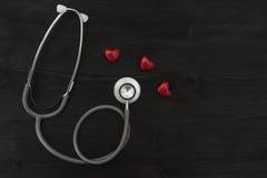 Símbolo do estetoscópio e do coração Fotos de Stock