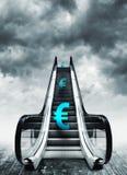 Símbolo do Euro em escadas rolantes Imagem de Stock