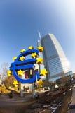 Símbolo do Euro na parte dianteira Foto de Stock Royalty Free
