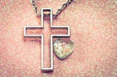 Símbolo e coração transversais Fotografia de Stock Royalty Free