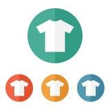 Símbolo en blanco plano del icono de la camiseta Fotos de archivo