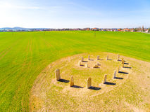 Símbolo esotérico del geomancy en campo de trigo verde Imagen de archivo
