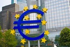 Símbolo euro gigante Fotografía de archivo libre de regalías