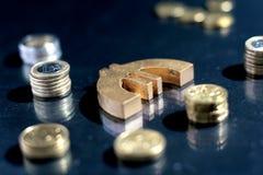 Símbolo euro y monedas. Fotografía de archivo libre de regalías