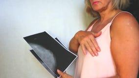 Símbolo internacional del mes de la conciencia del cáncer de pecho en octubre espacio rosado de la copia de la conciencia de la c almacen de video