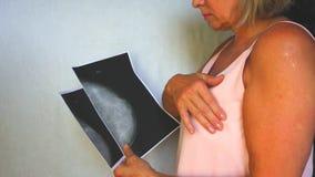 Símbolo internacional del mes de la conciencia del cáncer de pecho en octubre Espacio rosado de la copia de la conciencia de la c almacen de metraje de vídeo