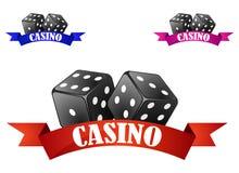 Símbolo o insignia de los dados del casino con los dados Foto de archivo libre de regalías