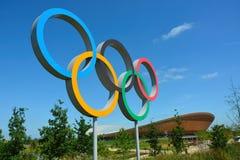 Símbolo olímpico e velodrome dos anéis Fotografia de Stock