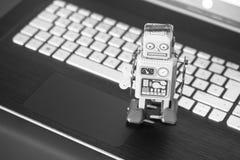 Símbolo para um bot do bate-papo ou bot social e algoritmos, portátil foto de stock royalty free