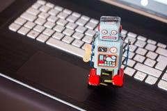 Símbolo para um bot do bate-papo ou bot social e algoritmos, portátil fotos de stock