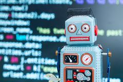 Símbolo para um chatbot ou um bot social e algoritmos, código do programa no fundo foto de stock royalty free